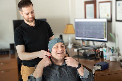 Man doing a brain map qEEG with Dr David Helfand PsyD